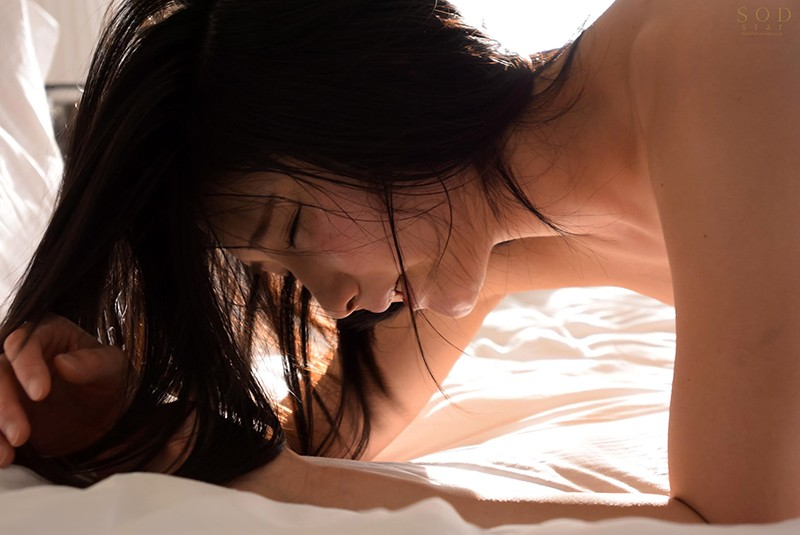 STAR-933 The 10,000th Beauty Suzu Honjo AV Debut Her 2nd She's Releasing Her Lust 4 Fucks She'll Cum Over And Over Again As She Offers Up Her Body And Soul To You Enjoy The Overflowing Horny Pussy Juices Dribbling Out Of Her Exquisite Twat...
