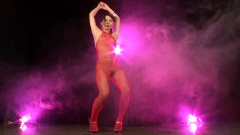 A Dance Queen Displays Her Ass While She Performs A Very Vulgar Dance! (29dkyf00042)