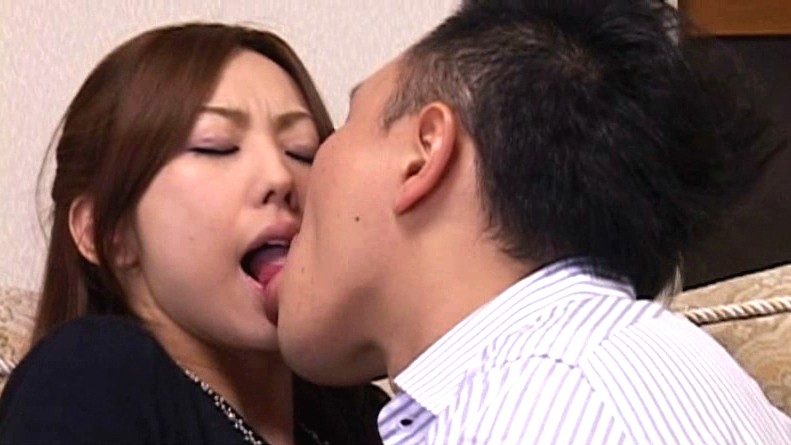 Sex And Tongue Kissing