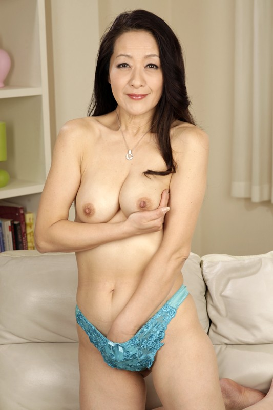 Gorgeous Breasty Aged Mama Squirting