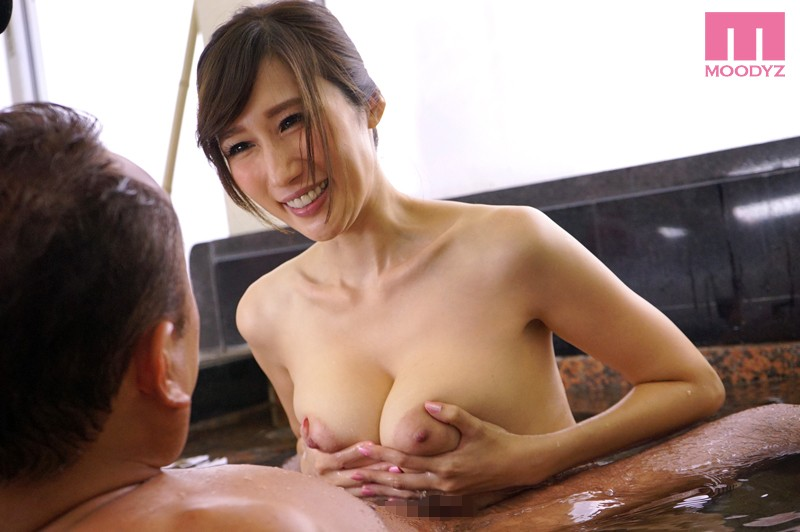 A Big Tits Hot Body Soothing Service! Titty Fuck Service With A Smile Fluffy And Soft Titty Washing Honey Pot Cock Washing An Elder Sister Bathing Hospitality Service JULIA