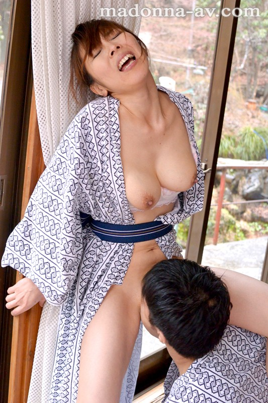 Japanese wife cheating in hot spring