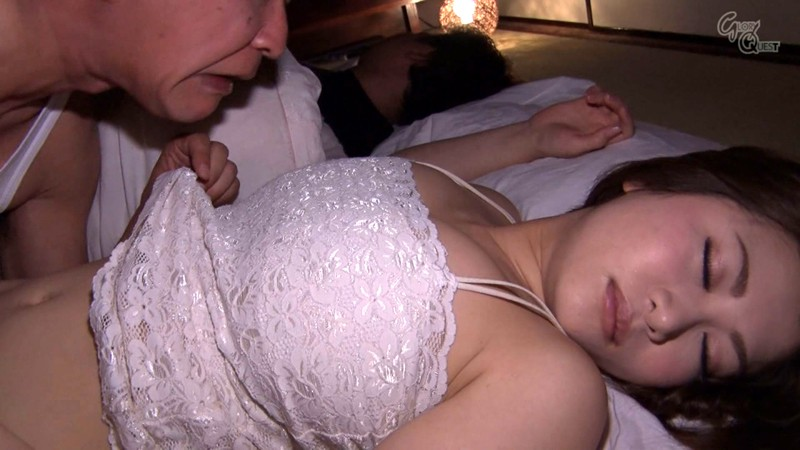 OVG-079 The Night Visit A Married Woman Gets Creampie Fucked In The Night While Her Husband Sleeps Beside Her