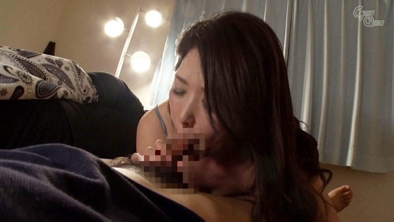 OVG-095 The Night Visit A Married Woman Gets Creampie Fucked In The Night While Her Husband Sleeps Beside Her 5