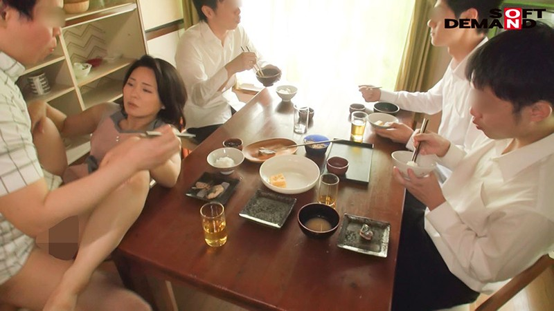 SDDE-636 Cooking, Cleaning And Cumming: Her Morning Chores Include Fucking Her 10 Stepsons – Maiko Ayase (48)