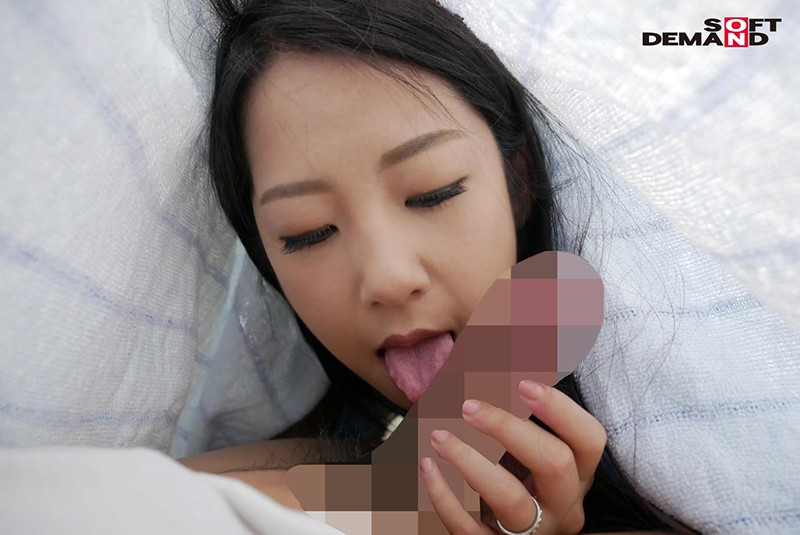 SDMU-881 An SOD Romance A Horny Stepmom Who Unexpectedly Found Herself Seriously Sucking On Her Son's Morning Wood Satomi Suzuki