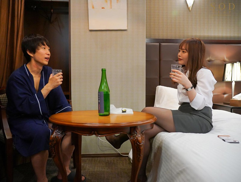 STARS-260 She's Booked In The Same Hotel Room With Her Cherry Boy Employee This Lady Boss At A Cosmetics Company Gave Him Sloppy Kissing Sex Until The Break Of Dawn Yuna Ogura