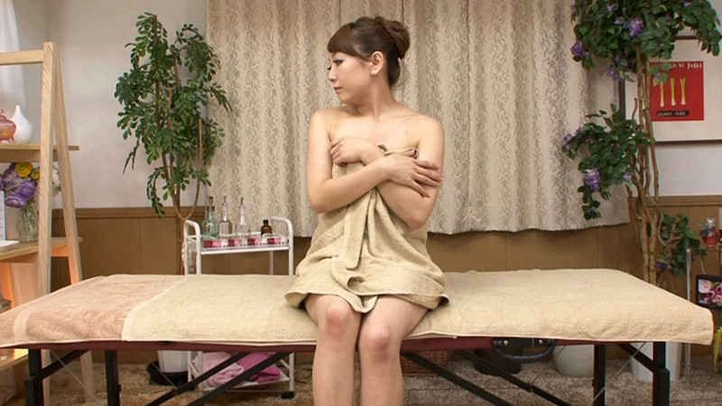 DSKM-044 Lady Feels so Good in an Oil Massage Parlor That She Almost Passes Out
