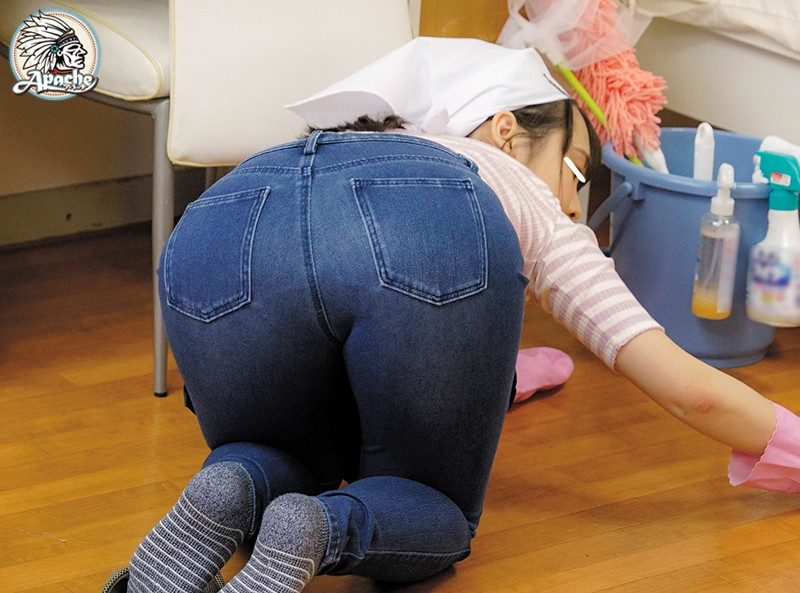 AP-679 Her Big Ass Out So A Molester Can Lick Her All Over