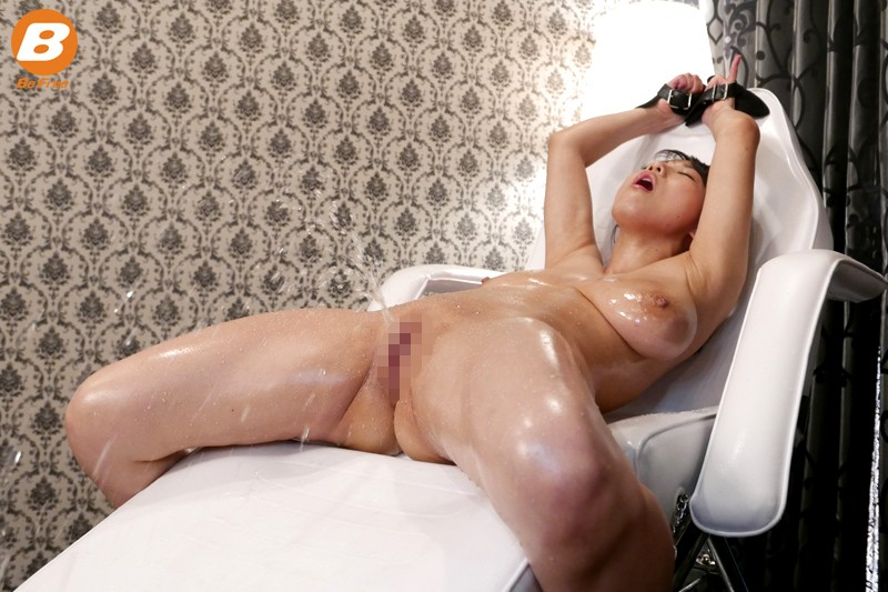 Spycam japanese wife massage squirt and hubby close