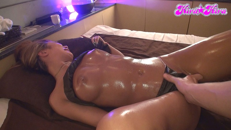 """BLK-478 Studio kira*kira - """"Looking For Someone To Let Me Give Them A Massage"""" The Cocky Gal Who Res"""