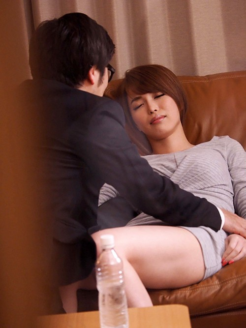 HZGD-089 A Bad Mother Fucked Many Times By Being Fucked By His Son's Friend