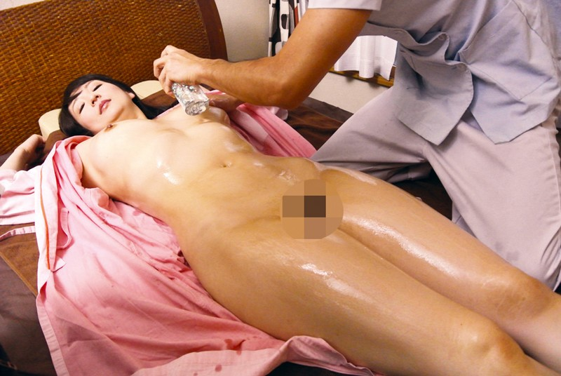 "CAND-184 ""I Don't Want My Boyfriend To Hear Me Moaning"" Getting Fucked Right Next To Her Boyfriend During A Massage"