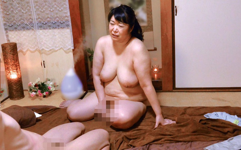 MOKO-030 This Is What Happened When I Showed A Mature Woman Massage Therapist With A Voluptuous Ass My Rock Hard Erection…