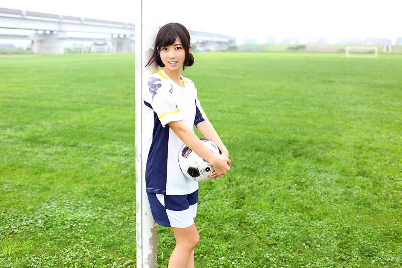 FSRE-013 Her Job Is To Manage The Soccer Team At A Famous Private School In Kanagawa Prefecture, And After Her Graduation, She's Making Her AV Debut Sona Imanami [Remastered Reprint Edition]