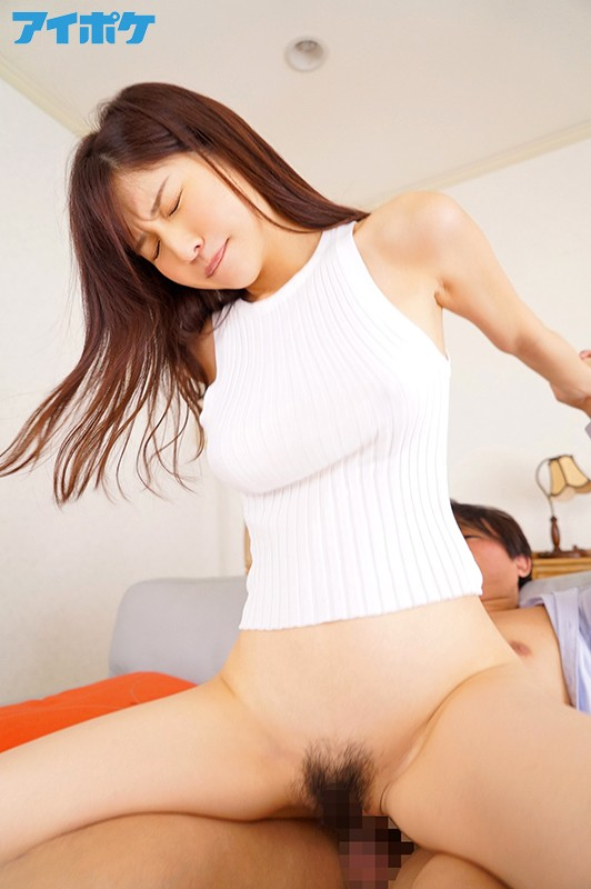 [IPX-428] An Erotic Young Woman Gets My Full Attention With Her Big Tits And No Bra - Momo Sakura