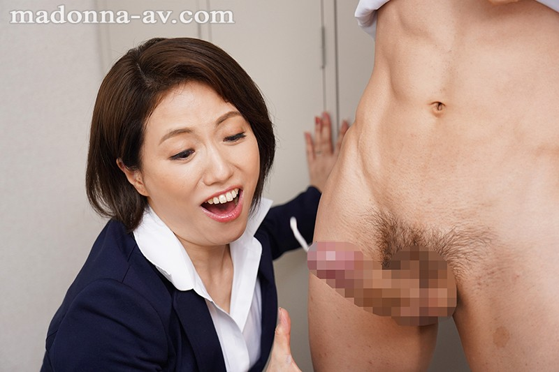 [JUL-061] I'm A Fresh Face At My New Office, And My Lady Boss Continues To Toy With Me All The Time During The Workday Tsubaki Kanno
