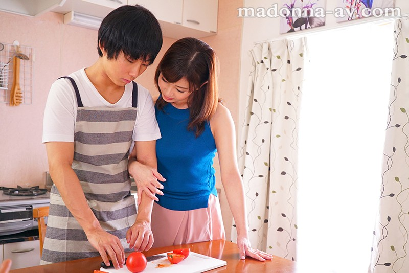 [JUL-086] I'm A New Stay-At-Home Husband, And The Housewife From Next Door Toyed With Me By Wearing The Naked Apron Yuka Oshima