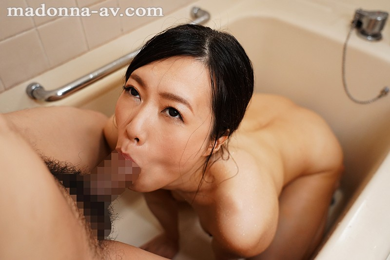 JUL-330 This Married Woman Is A Former TV Commercial Celebrity Number 2!! Sweat, Drool, Pussy Juice, Every Fluid In Her Body Is Getting Mixed Up Together… Midsummer Deep And Rich Adultery Sex Hiroka Suzuno