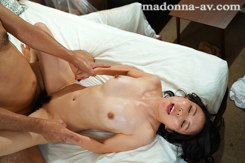 JUL-407 Studio MADONNA - Madonna Exclusive! Yuka Mizuno's Mature Body Is On Fire For You! Passionate