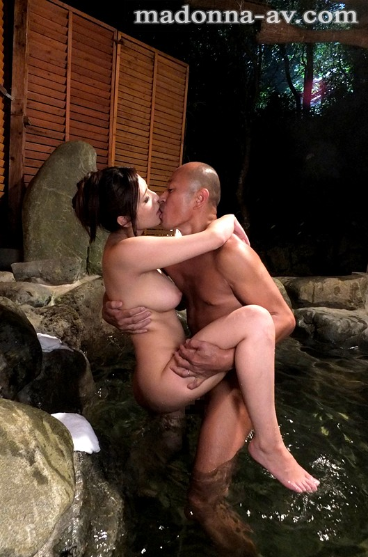 JUX-491 Exhibitionistic Married Woman's Hot Spring Trip – Her Husband's Unusual Nature Makes Her Pussy Wet – Yuna Shina