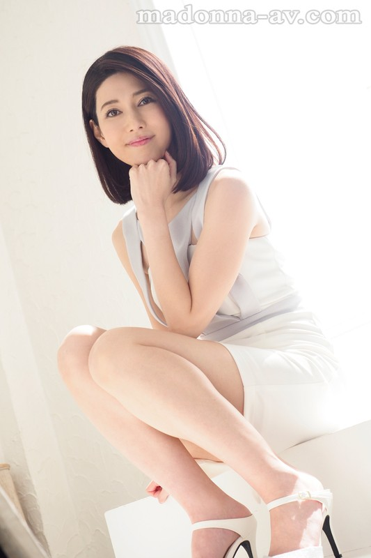 JUY-537 Premium Nudity, Unleashed!! Occupation: Employed At A Famous Luxury Brand Store A Real Life Married Woman Staffer A Fresh Face Akiko Hasegawa 36 Years Old Her AV Debut!!