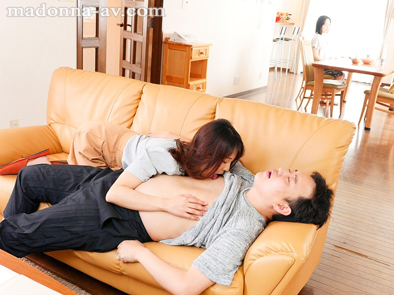 JUY-564 He Couldn't Hold Back When His Wife's Friend Played With His Nipples… Creampie-Explosion Fuck At The Massage Parlor Ayana Mimasaka