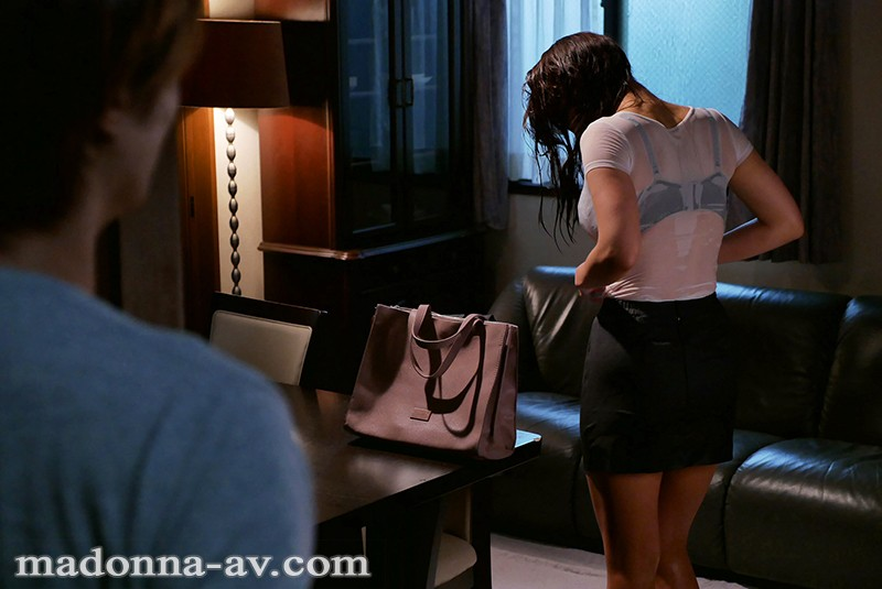 JUY-603 Caught In A Windy Rainstorm I Was Alone That Night With My Favorite Lady Boss Toka Rinne