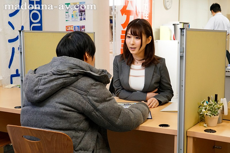 """JUY-818 """"Honey, I Think I'll Be Home Late Tonight."""" ~How A Married Realtor Secretly Deals With Complaints~ Rin Asuka"""