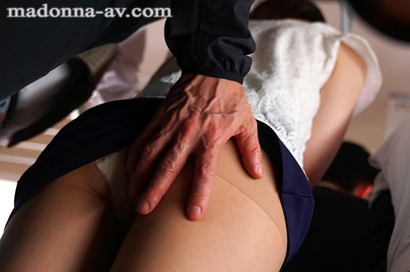 JUY-856 A Married Undercover Investigator On A Molester Train