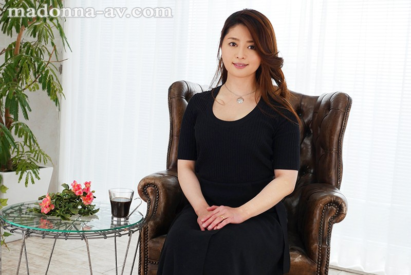 """JUY-924 An """"Erotic And Cool"""" Married Woman Who Is Glowing With A Powerful Erotic Aura"""