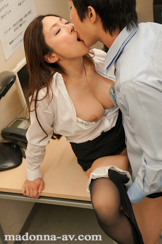 JUY-932 Do You Have A Thing For Older Women? My Female Boss Is Dripping With Sex Appeal At Our Secret Rendezvous