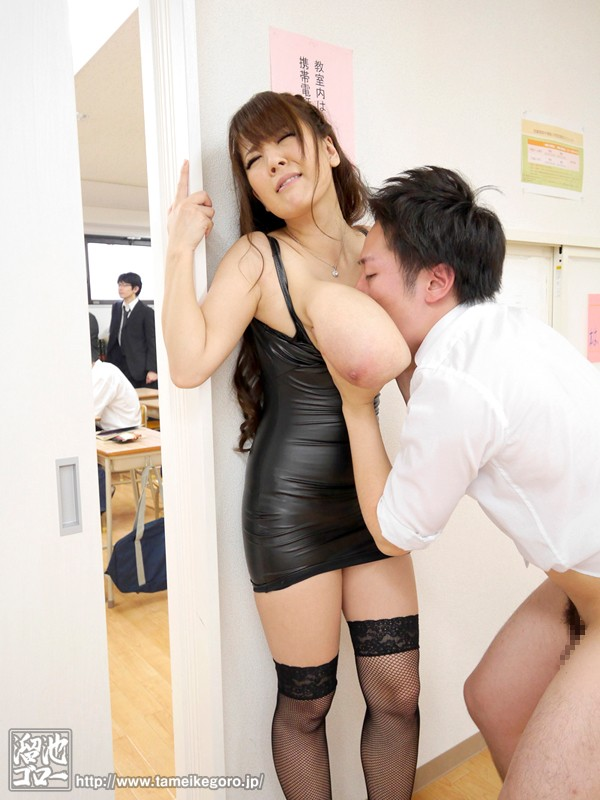 [MDYD-895] Mama Dresses Like A Slut for Parent's Day Special Compilation Hitomi