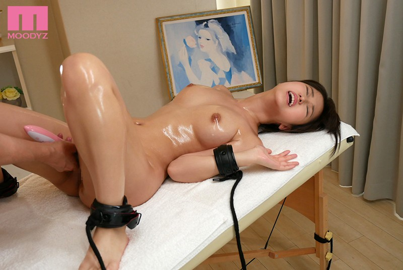 "MIDE-656 ""Wait! Stop Licking Me!"" Skinny Slut With A Shaved Pussy Gets Eaten Out As She Cums Over And Over Nao Yuki"