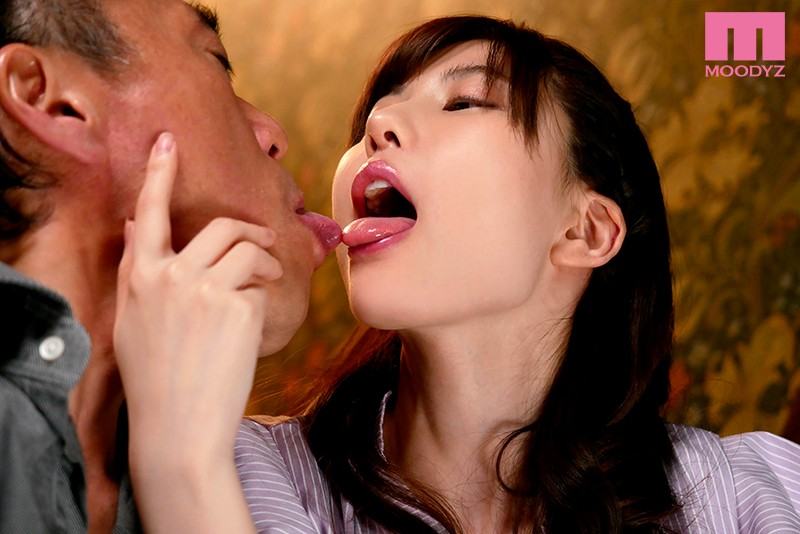 MIDE-708 Hot Smothering Kisses With A Dirty Old Man That Day, I Ejaculated More Than I Ever Had Before, Thanks To Her Amazing Techniques Mizuki Aiga
