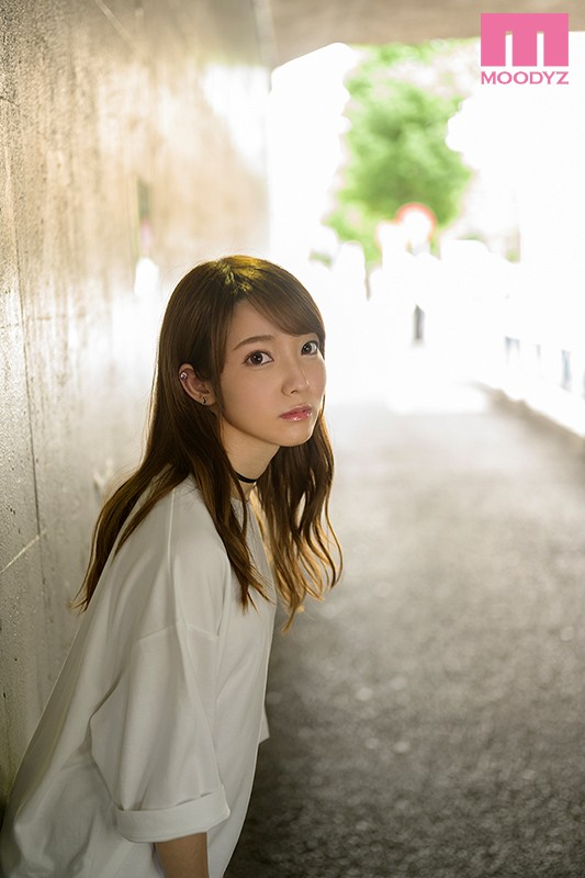 MIFD-132 This Girl Has A Tiny Voice, But She's Super Sensual Her Adult Video Debut # Mona Amamiya # A Junior College S*****t # 20 Years Old # Her Dream Is To Play In A Girls Band # She Plays The Keyboard # She's Like An Adorable Little Animal