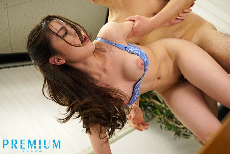 [PRED-164] (English subbed) Repatriated Girl Impregnated By Middle-aged Boss At Part-time Job. Reona Kirishima