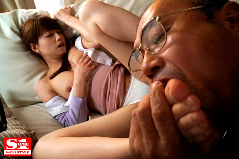 SSNI-191 Stickiness Of My Stepfather Who Escalates Every Day Erotic Beloved Licking Beautiful Wife Captured By Sex Akiho Yoshizawa Akiho