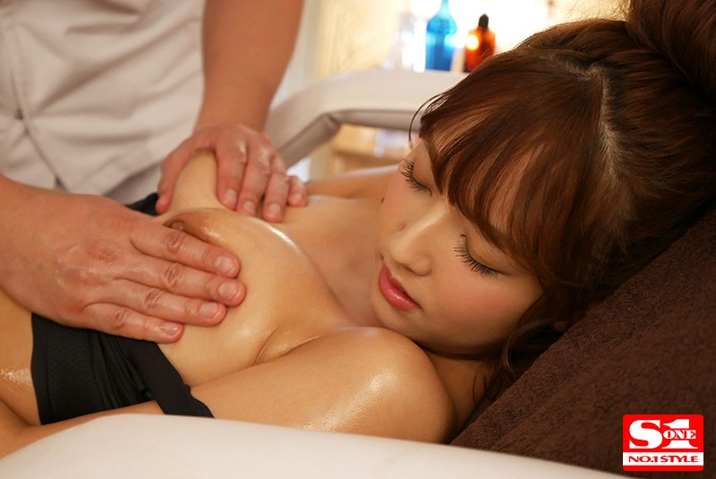 SSNI-205 Sticky And Teasing Trembling Pleasure The Twitching And Throbbing Sensuality-Awakening Oil Massage Parlor Yua Mikami
