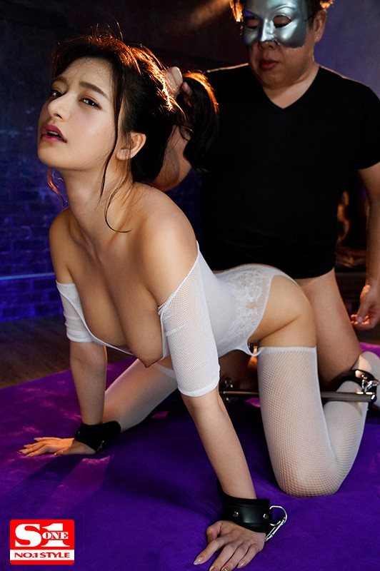 [SSNI-861] A Celebrity Confinement Squirting Fuck Fest Both Her Arms And Legs Were Tied Up And She Was Stretched To The Upper Limit Of Orgasmic Pissing Marin Hinata