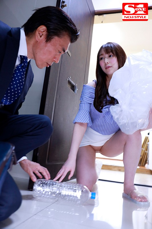 SSNI-895 Relaxed Older Step-Sister Doesn't Wear Panties In Summer! Defenseless Temptation; Amin Nina