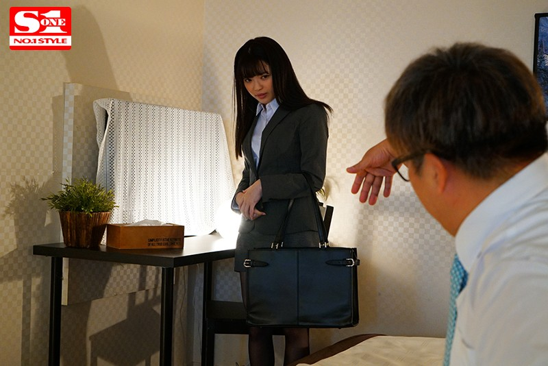 SSNI-897 Tiny Cutie Spends The Night With Her Huge Boss On A Business Trip And Ends Up Getting Bred Until Dawn Izuna Maki